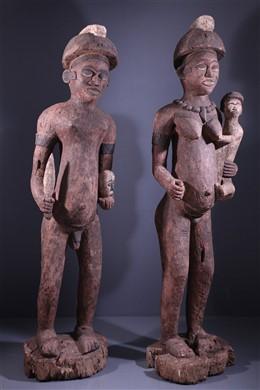Een paar grote Bembe-beelden